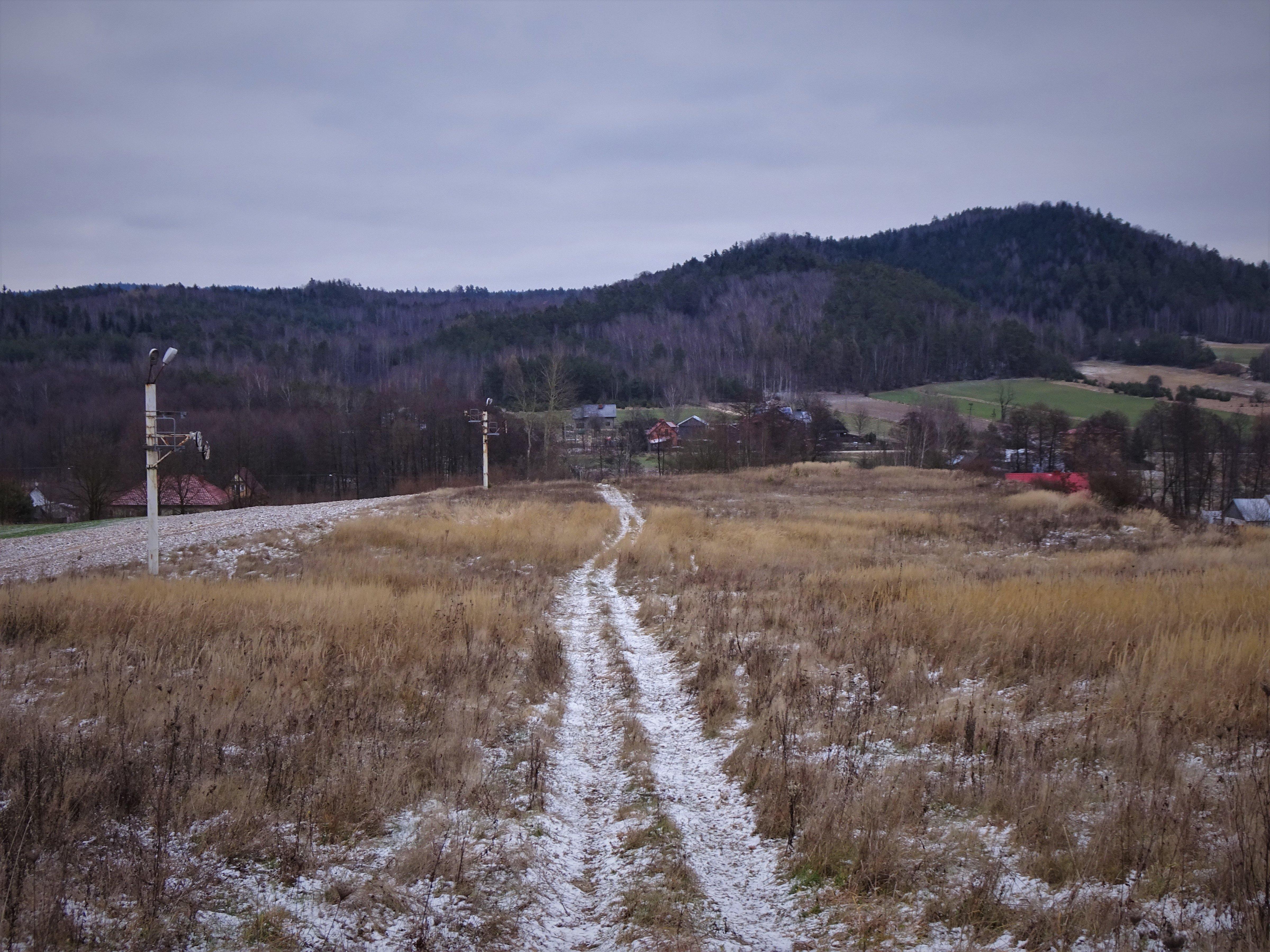 Zamczysko i stacja narciarska na sprzedaż - kolejne świętokrzyskie włóczęgi