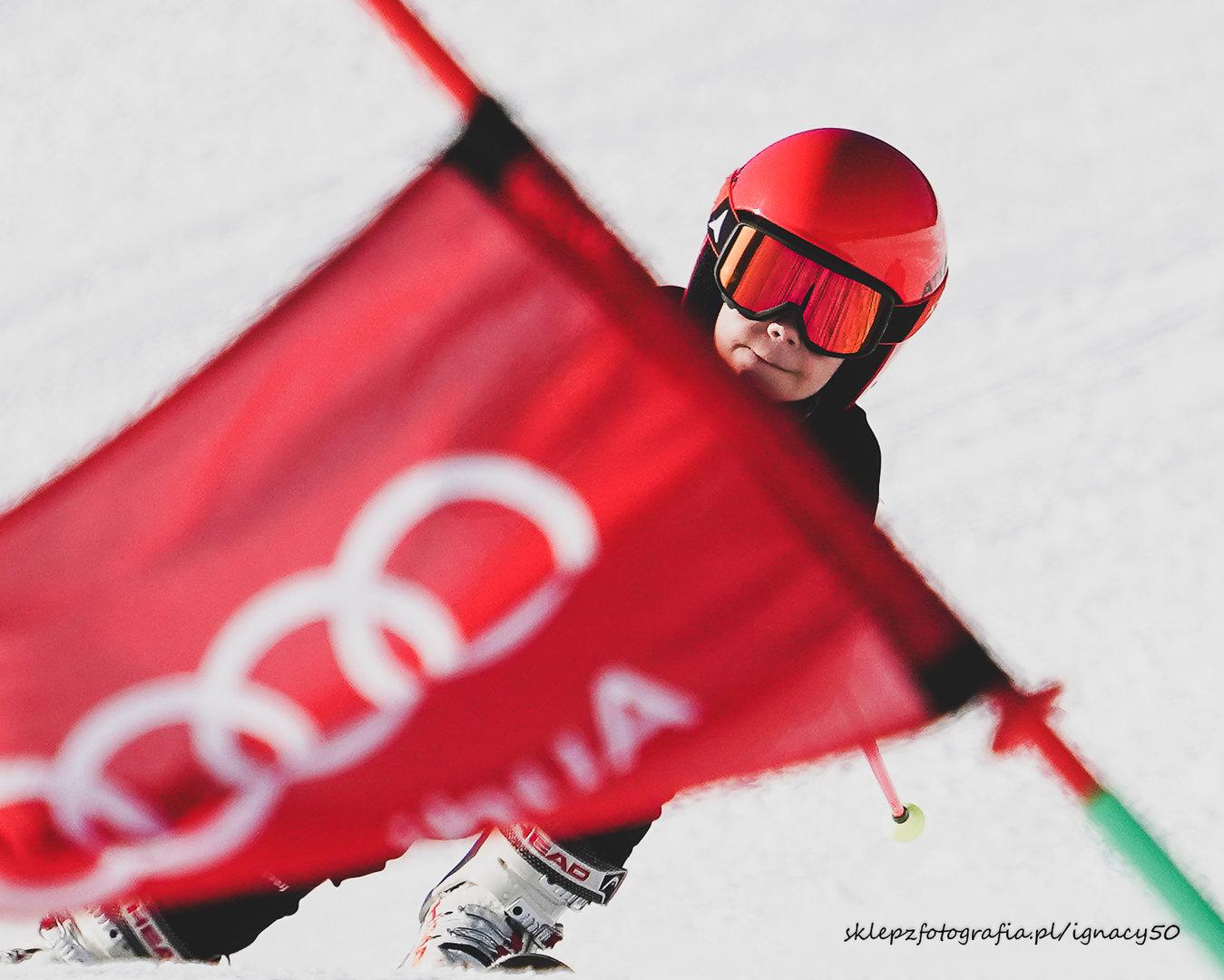 krótka historia o czerwieni na śniegu - Olek